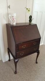 Bureau / Ladies writing desk in good condition complete with key