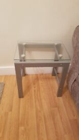Used pair of end tables. Good condition