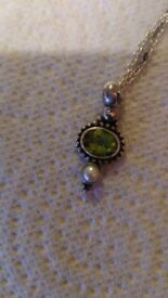 Green garnet and pearl pendant and earings