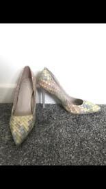 Brand new size 4 heels
