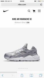 Nike huarache size 5 silver / grey
