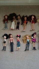 19 Bratz dolls and 2 boy dolls in good condition with some clothes & accessories £25 job lot