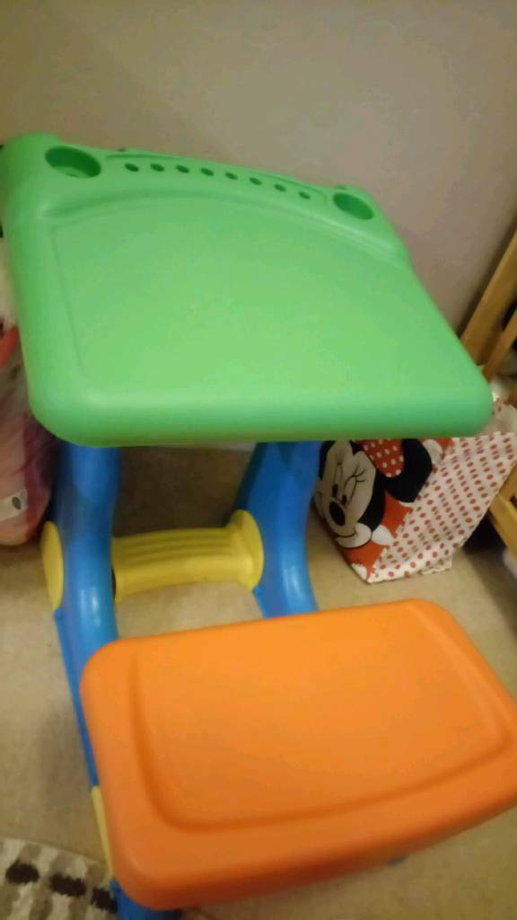Kids desk and seat