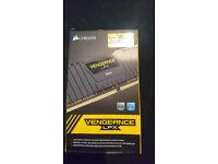 Corsair CMK16GX4M2A2400C14 Vengeance LPX 16 GB (2x8 GB) DDR4 2400 MHz C14 XMP - Black