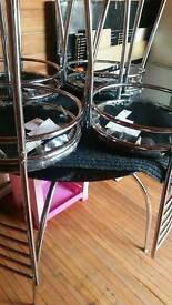 Dinnnig table and 4 chair