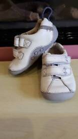 Baby girl / boy CLARKS FIRST SHOES shoes in size 3.5F VGC (spare box)