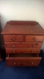 Medium chest of drawers