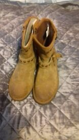 womens or girls genuine ugg boots size 5 brand new