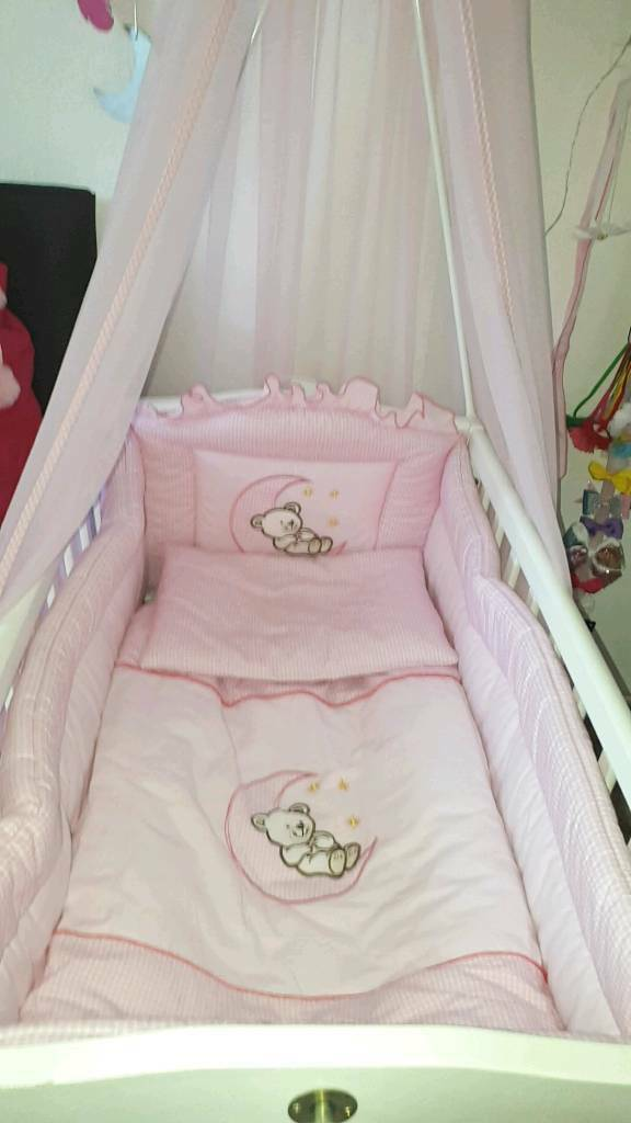 **Baby Craddle Crib With Pink Bedding