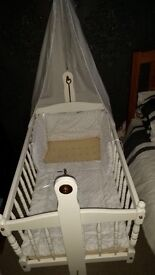 White cradle with drape very good condition