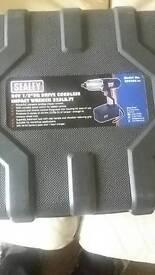 Cordless impact gun