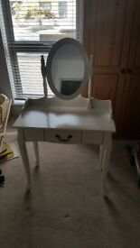 Used white Vanity dressing table QUICK COLLECTION