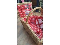 Wicker picnic hamper for 4 hardly used.