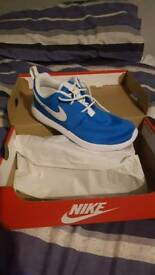 Children's roshe Nike trainers size 2 new in box