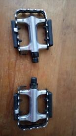 Bicycle alloy pedals