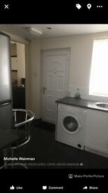 Double furnished room with en suite to rent in a professional housedhare