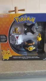 Pokemon throw and pip pokeball battle set