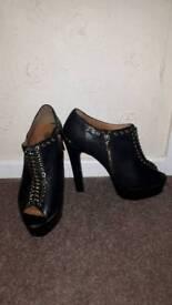 Women's Shoes (Size 7) - ONO