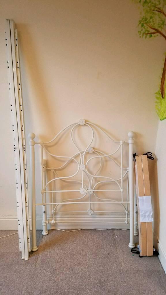 Single bed frame and slats