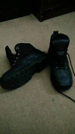 Safety boots, size 8