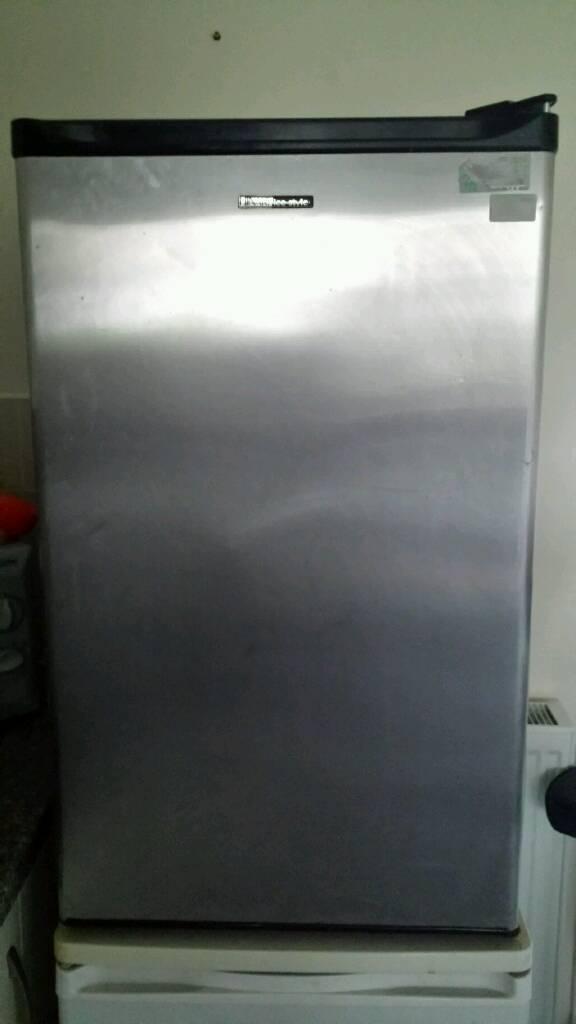 Underbench fridge