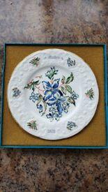 Coalport 'Mother 1978' fine bone china plate. Clematis