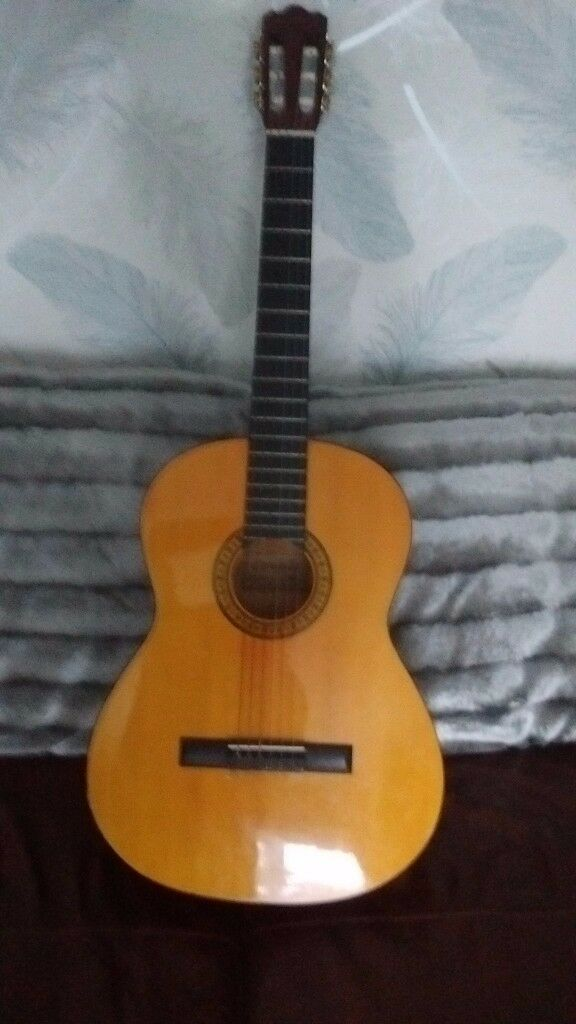 Accustic guitar £25