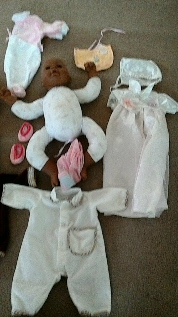 Baby Annabelle and Baby Bornin Kirkintilloch, GlasgowGumtree - Baby Born male and female doll both have a few outfits each and Baby Annabelle also with a few outfit all in good condition. Selling all for £35 the lot. Please contact me on 07500059496
