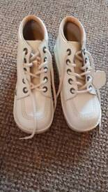 White kickers boots