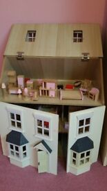 Doll House with dolls