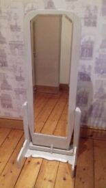 ANTIQUE STYLE FREE STANDING MIRROR