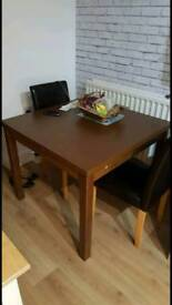 Table (extendable)and chairs