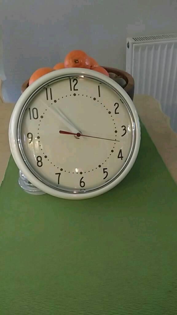 Cream metal retro style kitchen clock