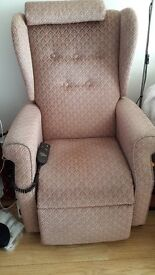 Electrically operated riser/recliner armchair