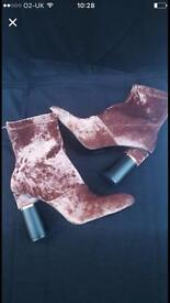 Ladies boot pink size 6 black size 5