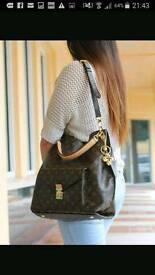 Louis Vuitton metis bag stunning