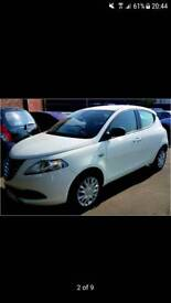 White chrysler ypsilon