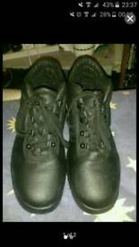 Size 6 safety boots black
