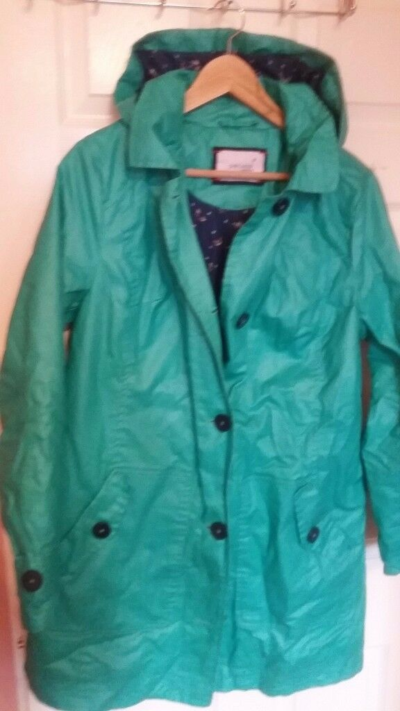 NEW Coat trench waterproof only 5£!!!!!! size 42 but wear 44