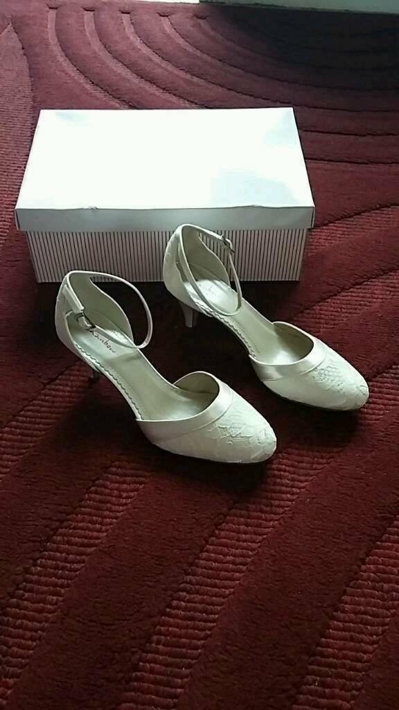 Rainbow club bridal shoes size 4