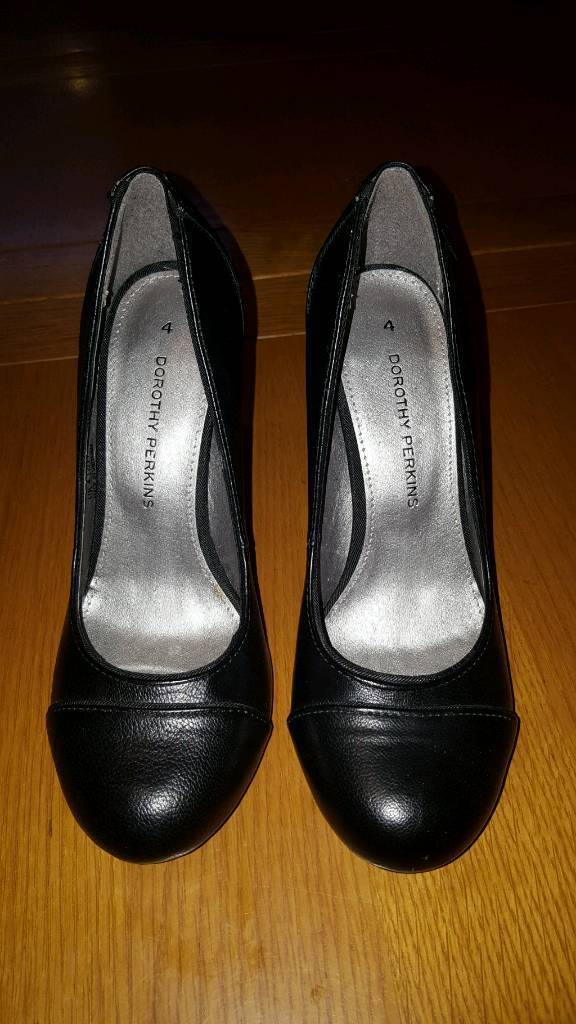 Black shoes. Never Worn. DOROTHY Perkins SIZE 4