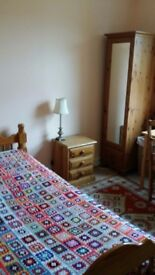 SINGLE ROOM TO RENT IN SHARED HOUSE WITH FAMILY AND 2 CATS