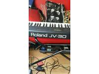 ROLAND J V 30 SYNTH + STAND + EXTENSION CABLE