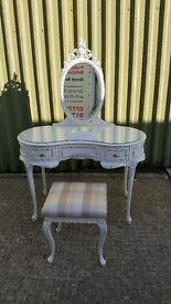 Louis style Dressing table with stool