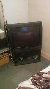 "32"" TV Hitachi and Stand"