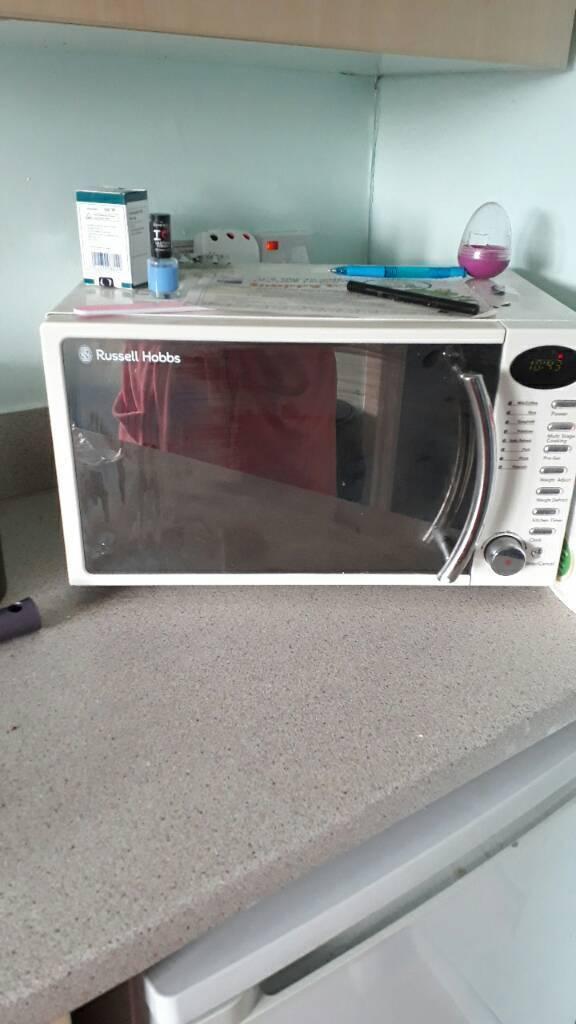 Cream Russel Hobbs microwave