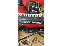 ROLAND J V 30 SYNTHESIER