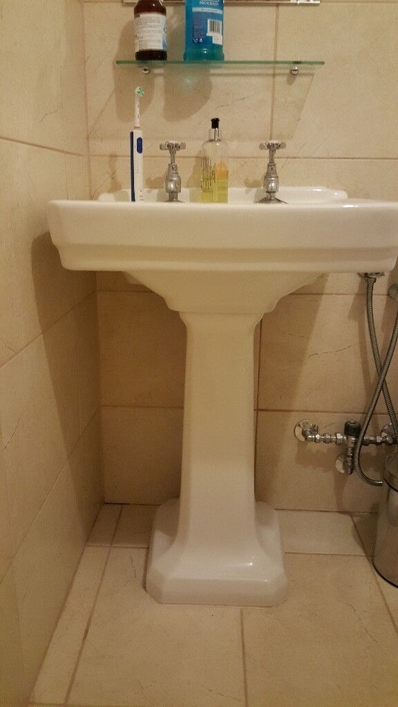 Bathroom Sink in very good condition.