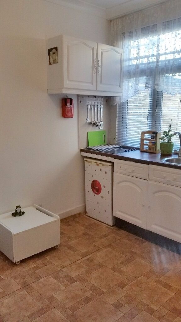studio flat in Seven Sisters, £750 bills incl. except electric