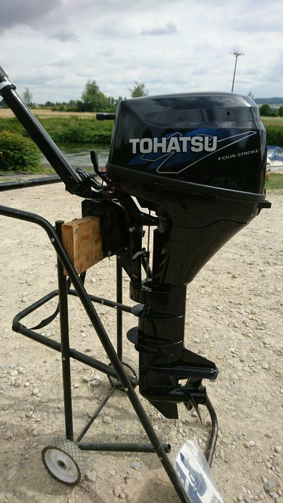 Tohatsu 9.8 hp 4 stroke outboard enginein Pershore, WorcestershireGumtree - Tohatsu 9.8 hp 4 stroke outboard engineLong shaft pull start model2013/14 new/old stockOnly been ran in and tested in tanksTwist and go forward and reverse gears on lever at frontFully serviced includes handbook, lanyard, tank and...
